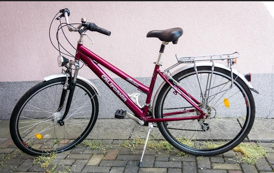 """Cluj. Attila: """"S-au furat aceste 2 biciclete. Restul de 6 biciclete care stau acolo prafuite de ani buni nu au prezentat interes. Daca le vedeti pe undeva dati de stire """" 2"""