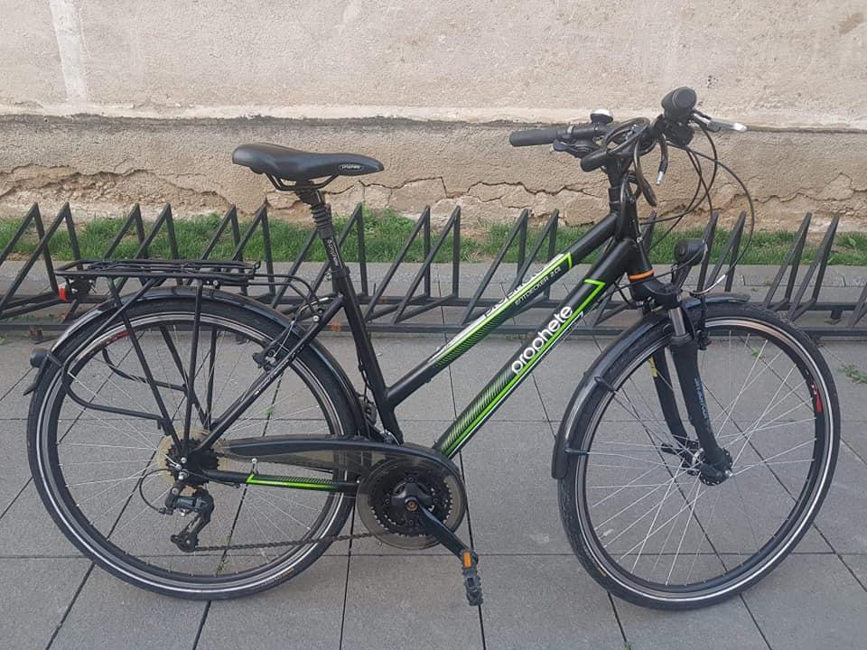 """Cluj. Attila: """"S-au furat aceste 2 biciclete. Restul de 6 biciclete care stau acolo prafuite de ani buni nu au prezentat interes. Daca le vedeti pe undeva dati de stire """" 3"""