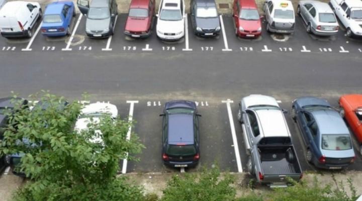 """Cluj. Atenție, se fură catalizatoarele de la mașinile parcate în fața blocului. Conțin aur și platină. """"În momentul în care am pornit maşina, am sesizat că sună foarte tare, am coborât din ea, m-am uitat pe sub maşină ..."""" 1"""