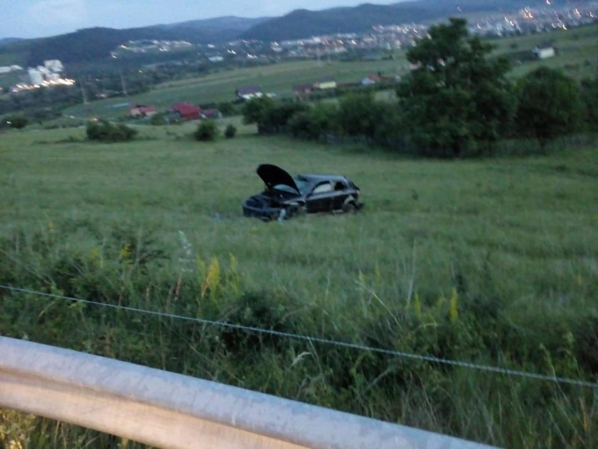"""(Foto) Accident Cluj: Un șofer a """"zburat"""" cu mașina într-o curbă pe varianta Grigorescu - Florești 3"""