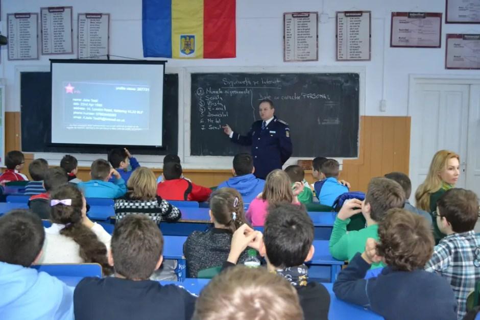 elevi cluj politisti retele de socializare