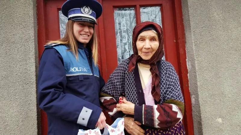 """""""Un zâmbet pe chipul vârstnicilor noştri"""" - acţiune umanitară a poliţiştilor clujeni"""