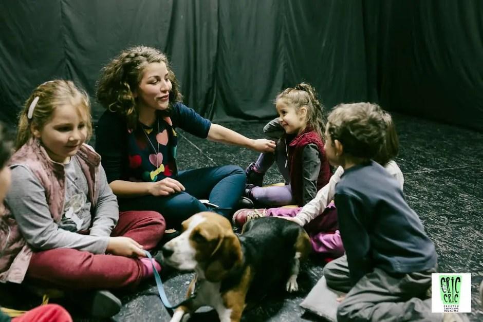 Program educativ inedit pentru copiii din Cluj: atelier de dezvoltare alături de căţei