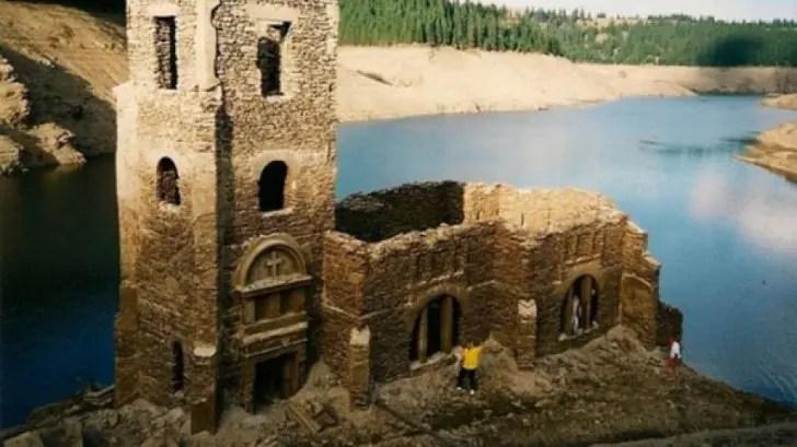 Povestea bisericii de sub apele lacului Beliș din Munții Gilăului