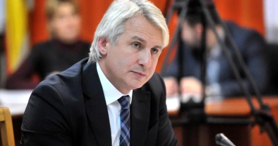 Ministrul de Finanțe, Eugen Teodorovici, vrea să limiteze dreptul românilor de a lucra în străinătate