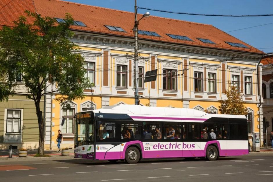 Inedit la Cluj: teatru în mijloacele de transport în comun