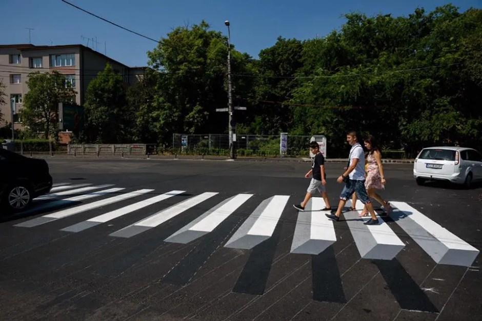 Primele treceri de pietoni cu marcaj orizontal 3D din Cluj-Napoca