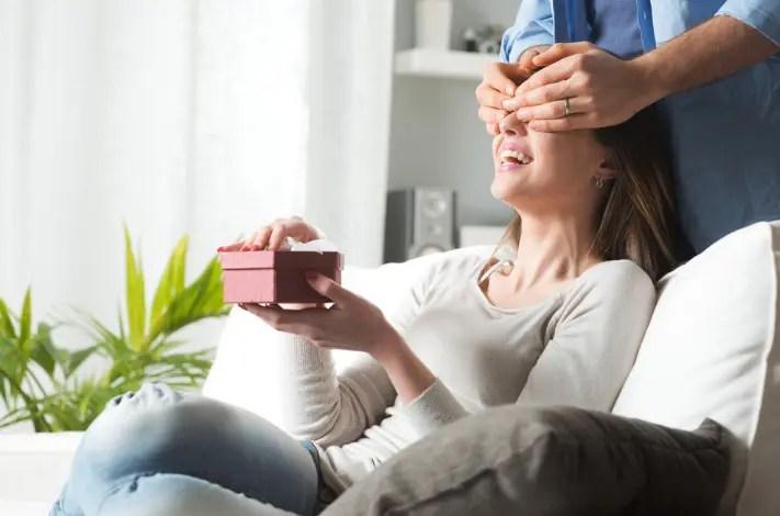 Vrei sa o surprinzi? TOP 5 idei de cadouri pentru iubita ta la care NU te-ai gandit pana acum