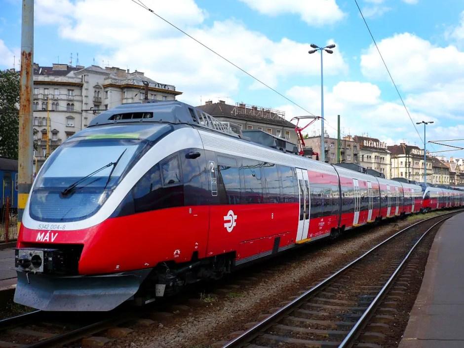 Ungaria a lansat licitaţia pentru linia ferată de mare viteză Cluj - Budapesta