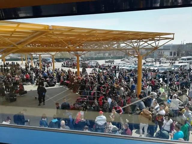 Aproximativ 1500 de români aşteaptă pe Aeroportul Cluj să plece în Germania