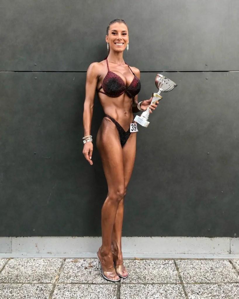 Clujeanca Alexandra Văidăhăzan a câştigat medalia de aur la Campionatul Mondial de Culturism şi Fitness