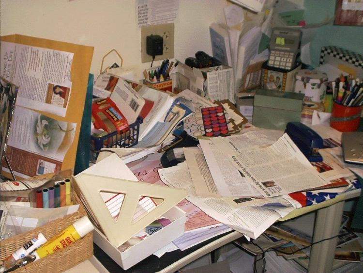 Veggettes office before organizing