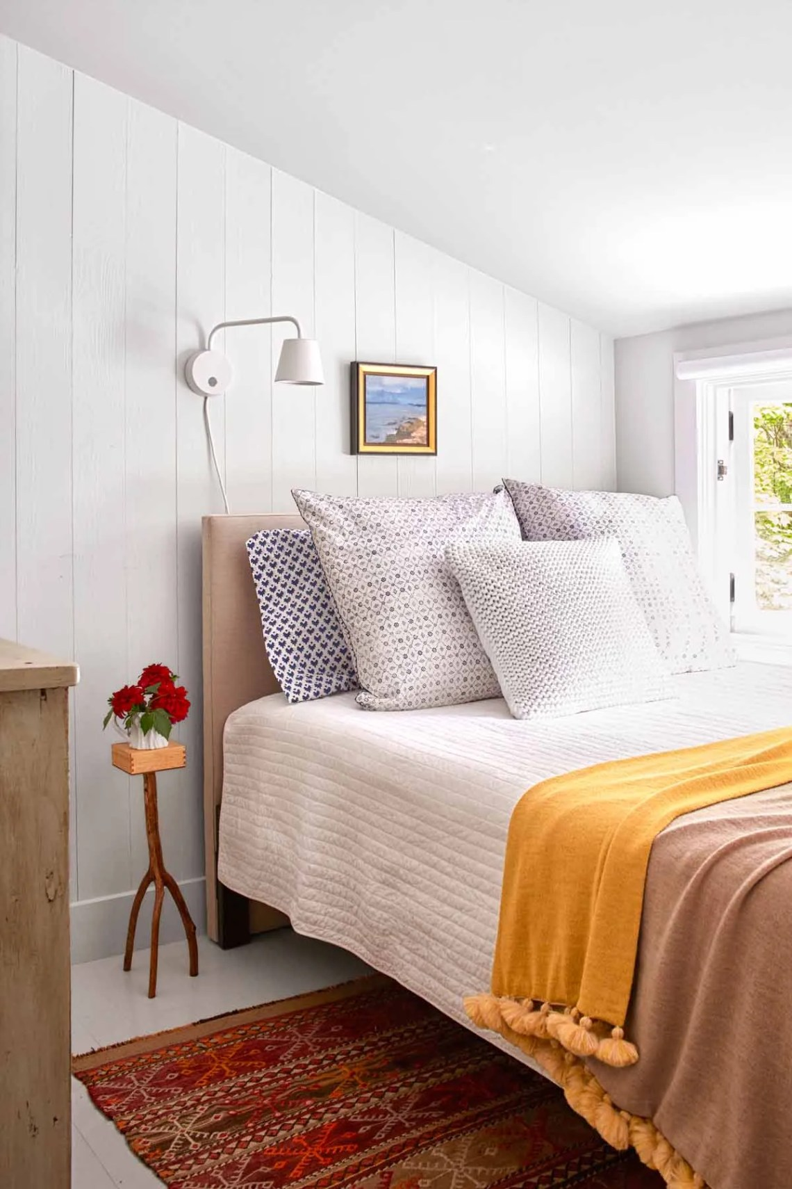 30+ Guest Bedroom Pictures - Decor Ideas for Guest Rooms
