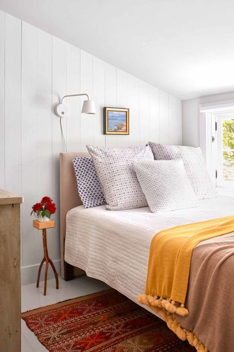 How To Decorate A Guest Room
