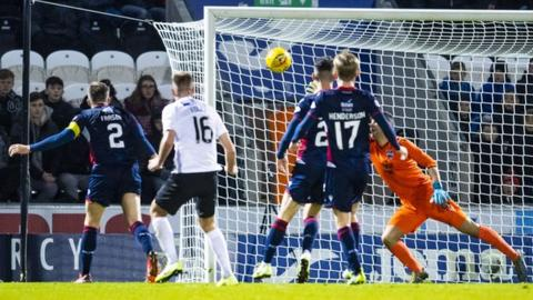 88th Minute winner lifts St Mirren off the bottom of the table