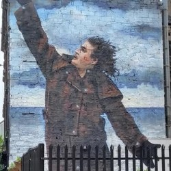 Big Yin in Big Print: Billy Connolly Murals Unveiled Across Glasgow