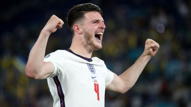 Manchester United and Chelsea are reportedly engaged in a tug-of-war for Declan Rice's services