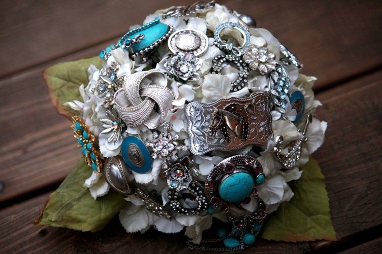 brooch-bridal-bouquets-vintage-wedding-ideas-white-blue-silver.full
