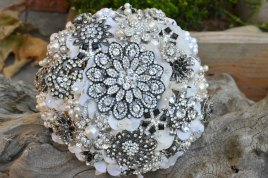 rhinestone-encrusted-bridal-bouquet.original