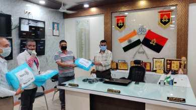Photo of रोटरी इंटरनेशनल मेरठ सिटी ने पीपीई किट मेरठ एस पी सिटी को भेंट की