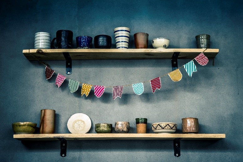 Sometimes the best wedding decorations are the simple ones! Try some DIY for your wedding with these tips!