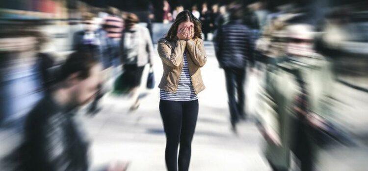 Lee más sobre el artículo Trastorno de Ansiedad Social: Mas allá de la simple timidez
