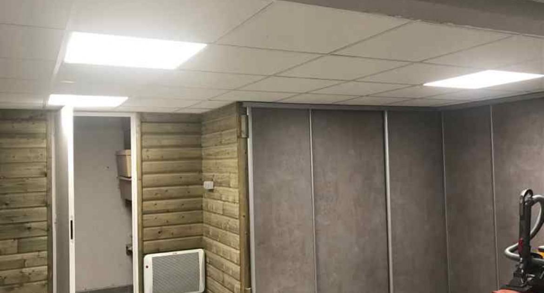 chantier saint germain renovation d un sous sol pose de carrelage habillage des murs avec isolation et clin faux plafond en dalles creation de placard