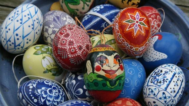 La Pasqua nel mondo: chi porta davvero le uova di Pasqua?