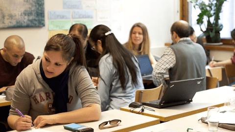 Wie Babbel traditionelle Sprachkurse ergänzen und Integration fördern kann