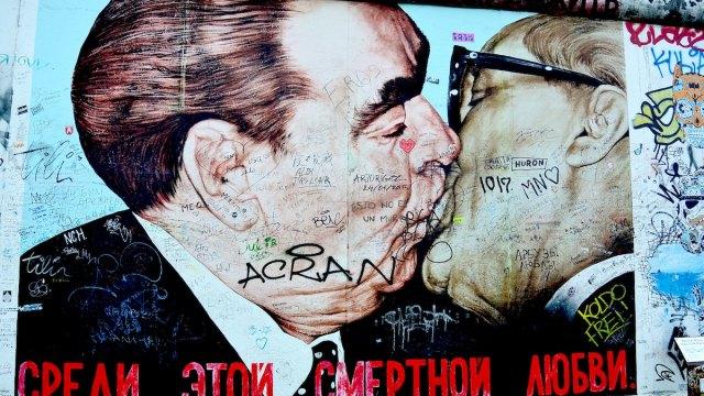 Onde fica o Muro de Berlim e seu beijo letal?