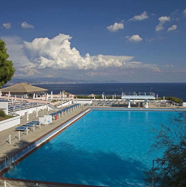 La piscina panoramica  Hotel Punta San Martino  Arenzano