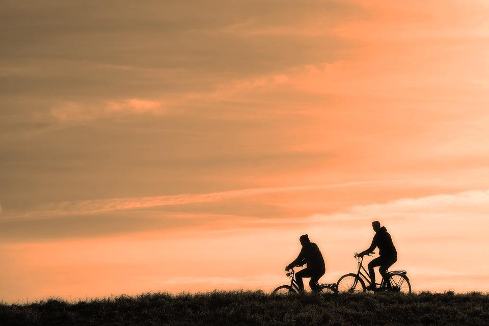 Pedalear durante una hora nos ayuda a quemar entre 400 y 100 calorías, dependiendo de la intensidad. (Foto: Pixabay)