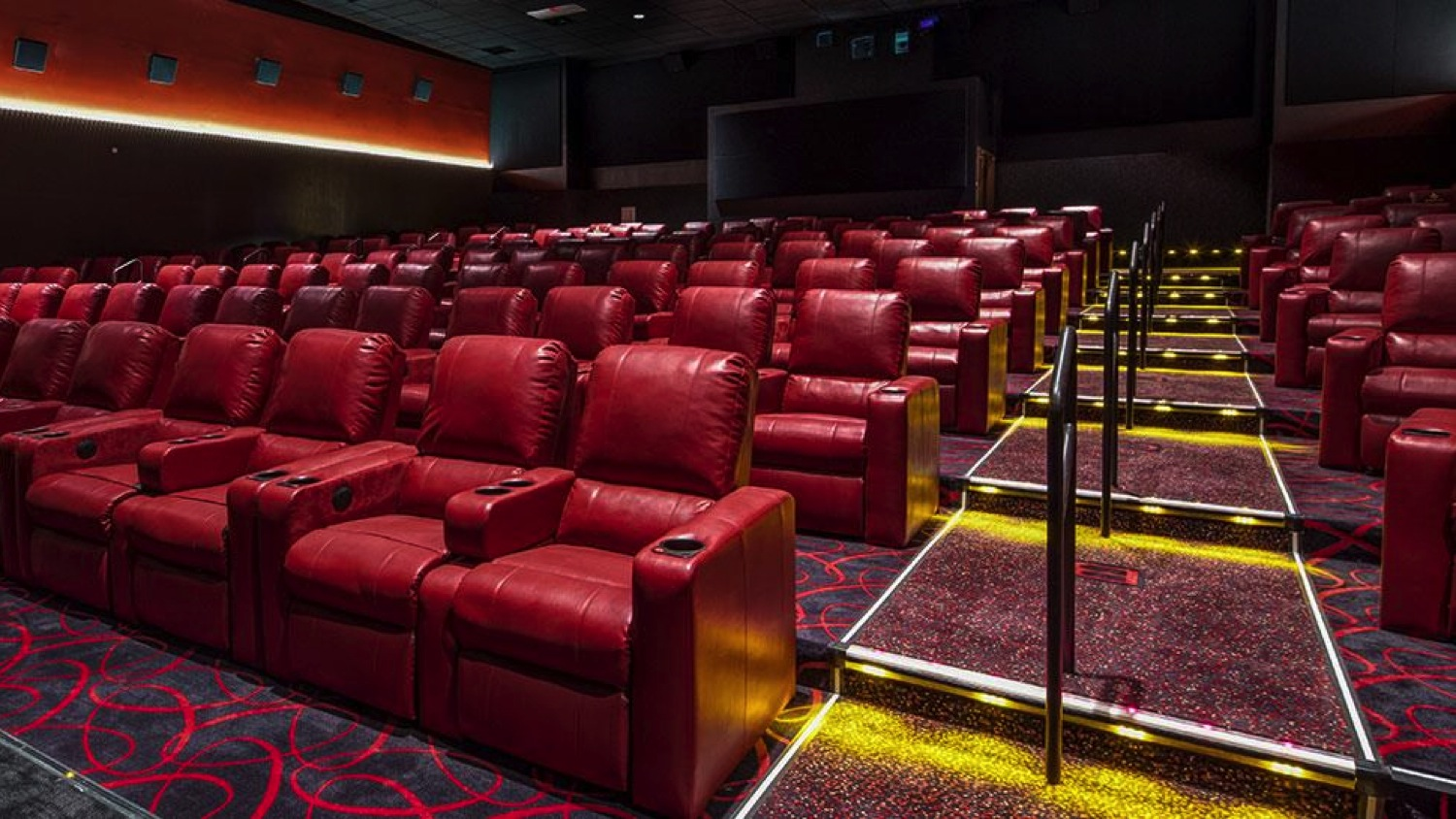 Reclining Chair Movie Theater Amc Movie Theaters Are Trying To Increase Sales With Recliner