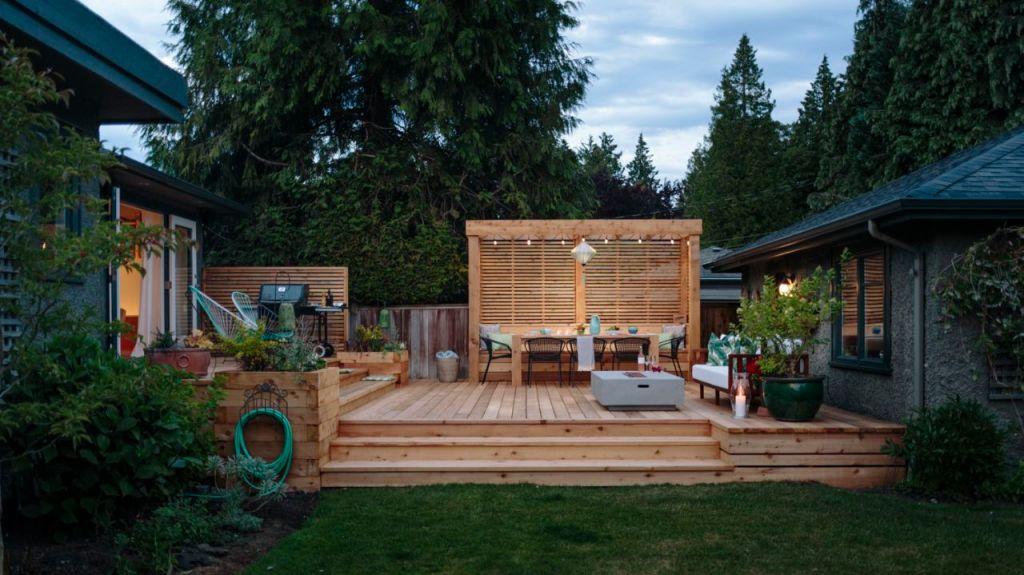 deck with knotty cedar