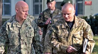 Admiral (SEAL) Pybus, NATO SOF Commander, visits POLSOF Command