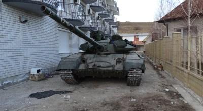 Ukrainian Troops Re-engineer Abandoned Tanks