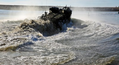 US and Japanese Marines conduct amphibious assault training