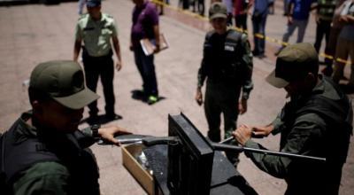 Venezuela crushes 2,000 guns in public, plans registry of bullets