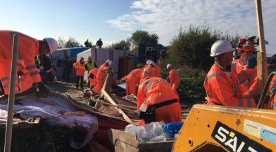 Calais 'Jungle': Demolition of camp gets under way
