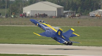 Watch: Awesome slow motion low transition by Blue Angels