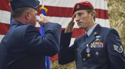 News Roundup: USAF combat controller awarded Silver Star, MEAL Team 6 member busted, naked cop attacker gets tased
