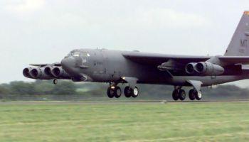 B-52_engine-falls-off