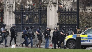 Updated: Man wielding a knife is shot by police outside British Parliament, 4 dead and 20 injured