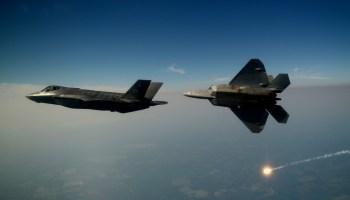 F-35A_Lightning_II_joint_strike_fighter-f-22