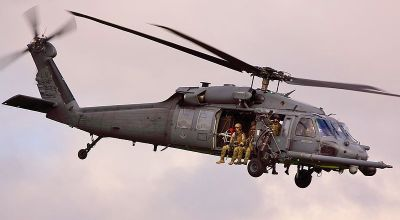 Elite US Air Force Para-rescue Team jumps into Pacific Ocean to rescue Chinese Sailors