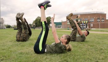 Kate Upton joins the Marines for a workout to help publicize Marine Week Detroit