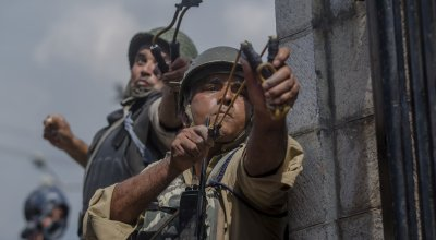 India-China tensions escalate as soldiers hurl stones at each other in Kashmir