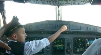 Air Algérie Pilots let 10-year-old boy fly plane – Get suspended