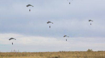 Watch: Russian paratroopers attack mock village in Zapad drills