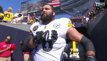 Former Army Ranger, Steeler Villanueva Stands Alone for National Anthem